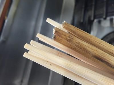 菜箸も新しく!3ヶ月使用した菜箸との比較。かなり磨り減ってます。