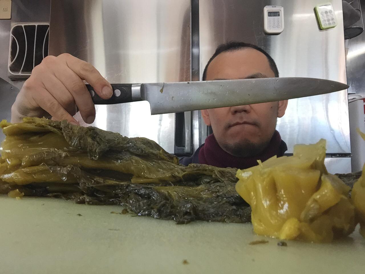 切れなくなった包丁を一時的に切れる様にする方法