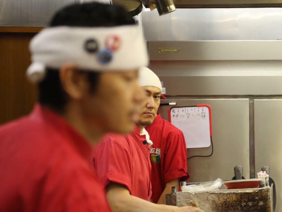 はじめての麺上げ。(九州ラーメンの麺上げは平網みで上げます。)
